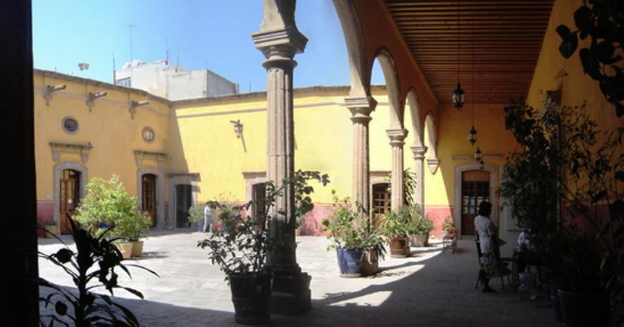 El centro cultural Casa del Diezmo alberga un museo y una escuela de artes