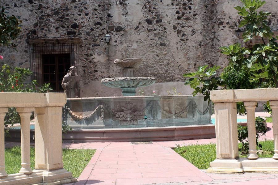 Patio del Templo de San Francisco en Celaya, Guanajuato
