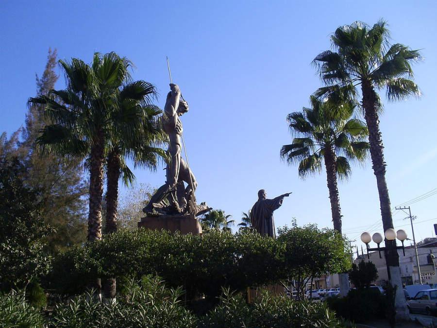 Monumento a Benito Juárez en el centro de Nogales