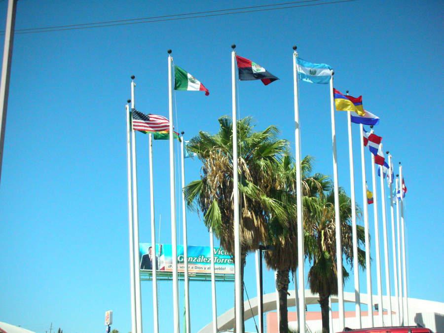 Plaza Banderas de las Américas en Nogales