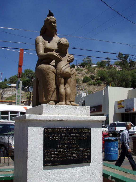 El Monumento a la Madre se localiza en la avenida Álvaro Obregón en Nogales