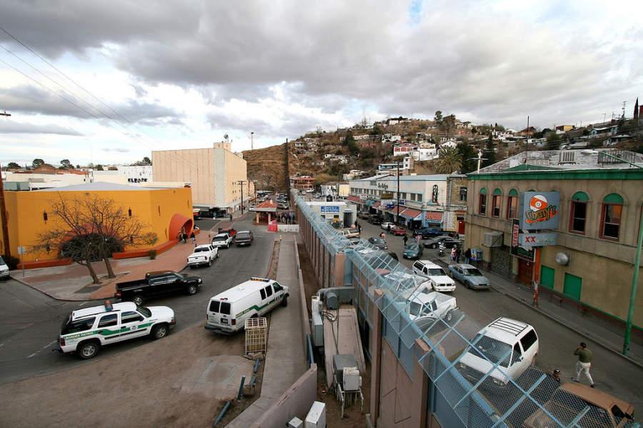 Muro que divide a Nogales en Sonora y a Nogales en Arizona
