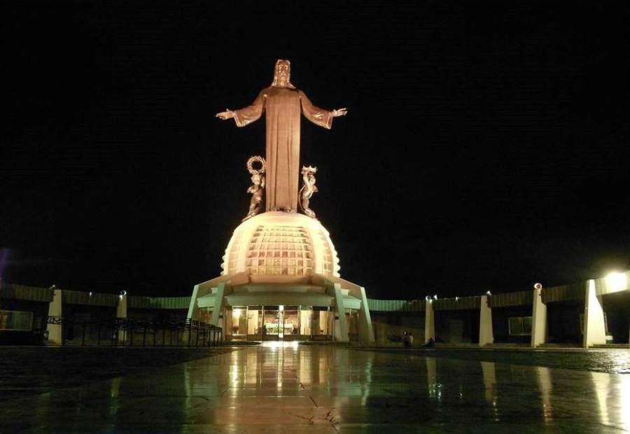 Monumento a Cristo Rey en la cima del cerro del Cubilete en Silao