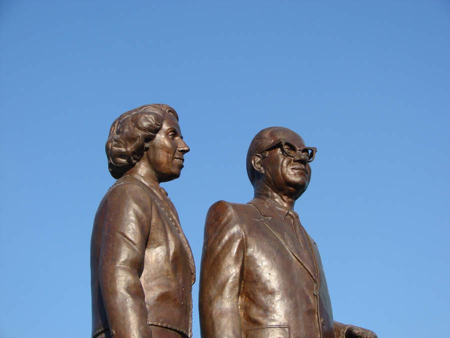 Monumento a Lou y Harold Pape, personajes distinguidos de Monclova
