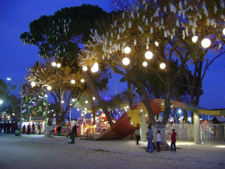 Gran Plaza de Piedras Negras de noche, un espacio ideal para recorrer a pie