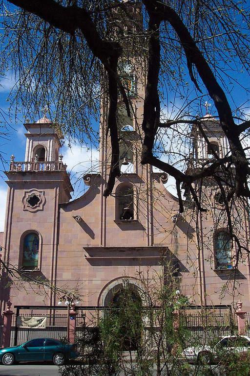 Iglesia de Nuestra Señora de Guadalupe frente a la Gran Plaza de Piedras Negras