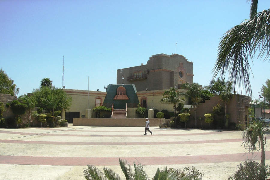 Explanada Esteban Baca Calderón en Nuevo Laredo