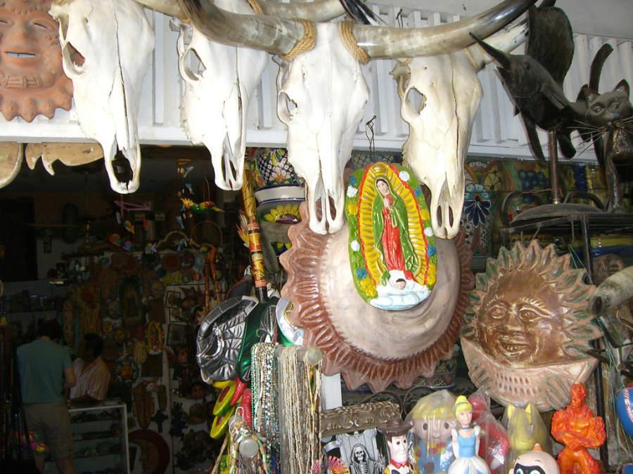 Una tienda de artesanías en Nuevo Laredo