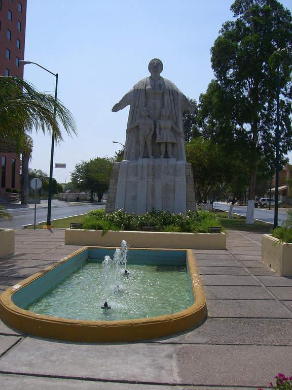 Estatua de Colón en Nuevo Laredo