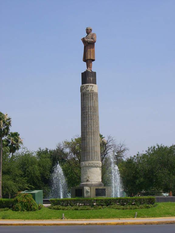 Monumento a Benito Juarez en Nuevo Laredo