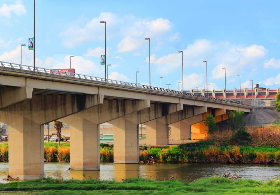 Puente Internacional Juárez-Lincon en Nuevo Laredo
