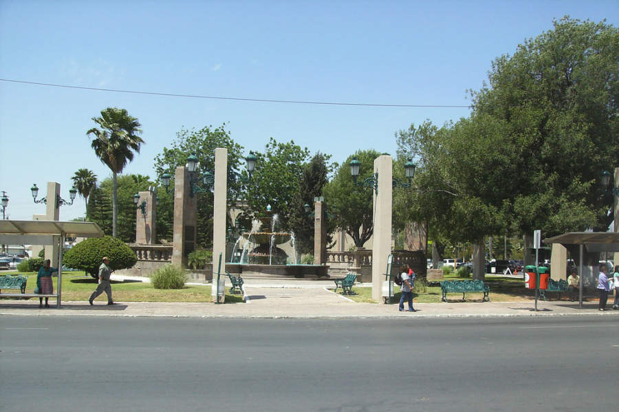 Jardínes del Palacio Municipal de Nuevo Laredo