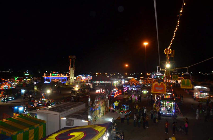Vista nocturna de la feria de Delicias