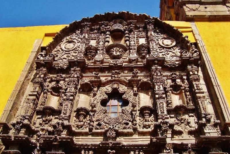 Fachada de la Parroquia Antigua en Salamanca