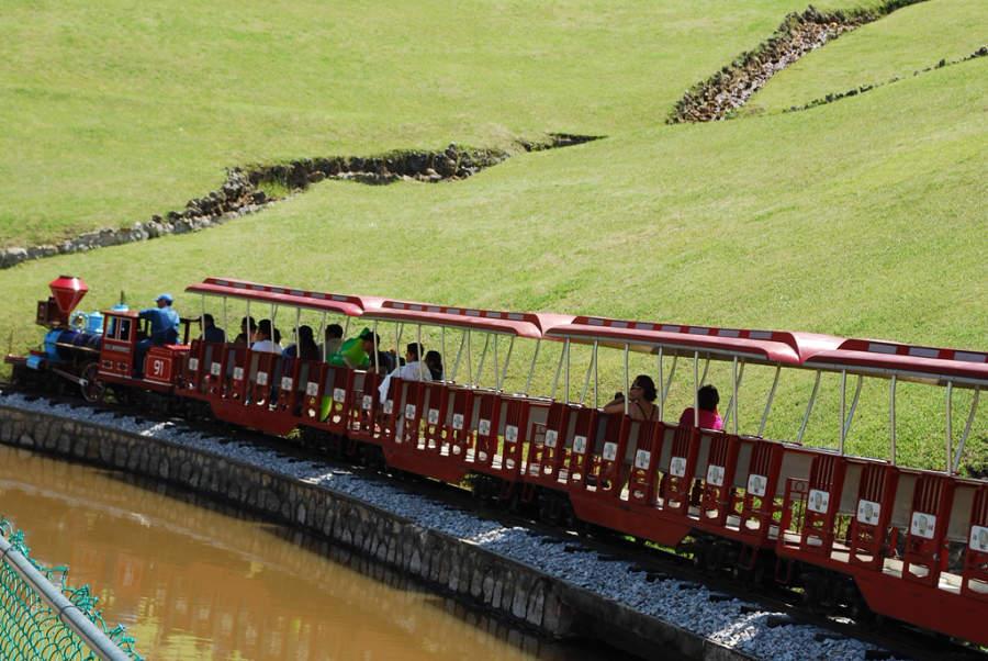 Disfruta de un paseo en el trenecito del Parque Acuático Ixtapan