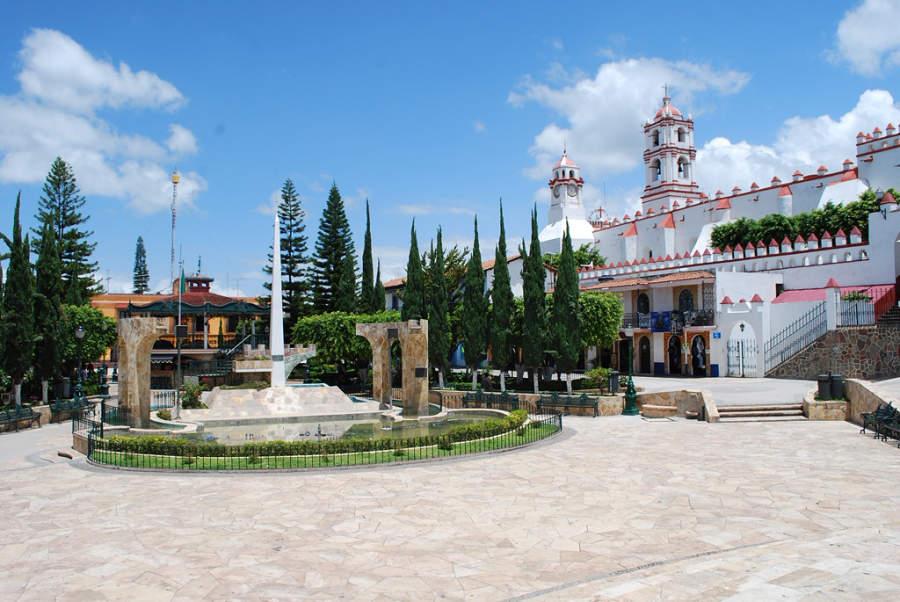 Vista de la plaza principal en Ixtapan de la Sal