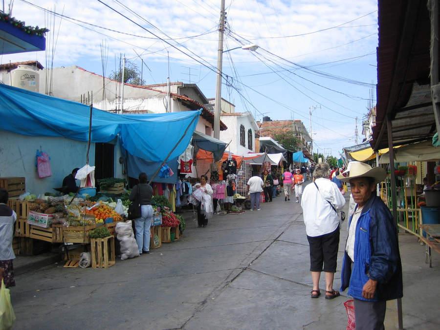 Recorre el mercado del poblado de Ixtapan de la Sal