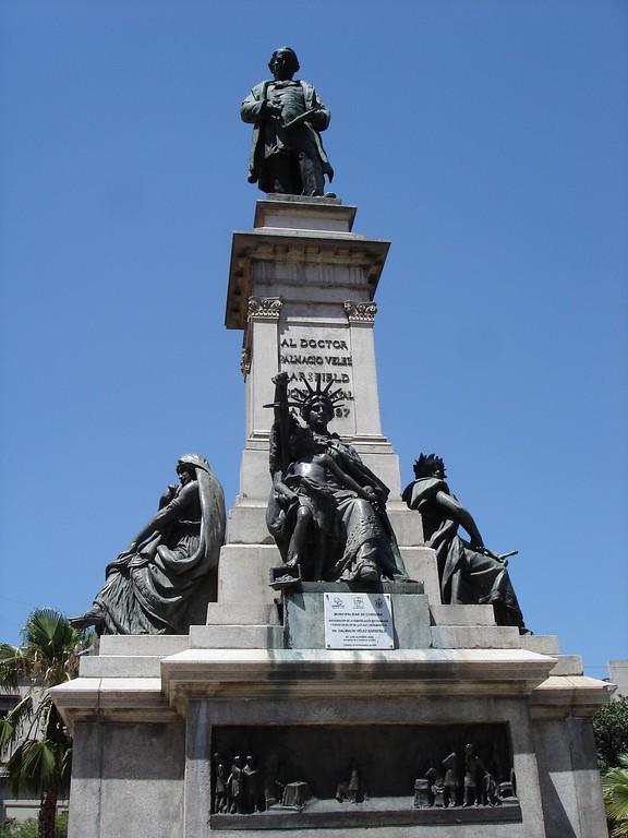 Monumento a Dalmacio Vélez Sársfield