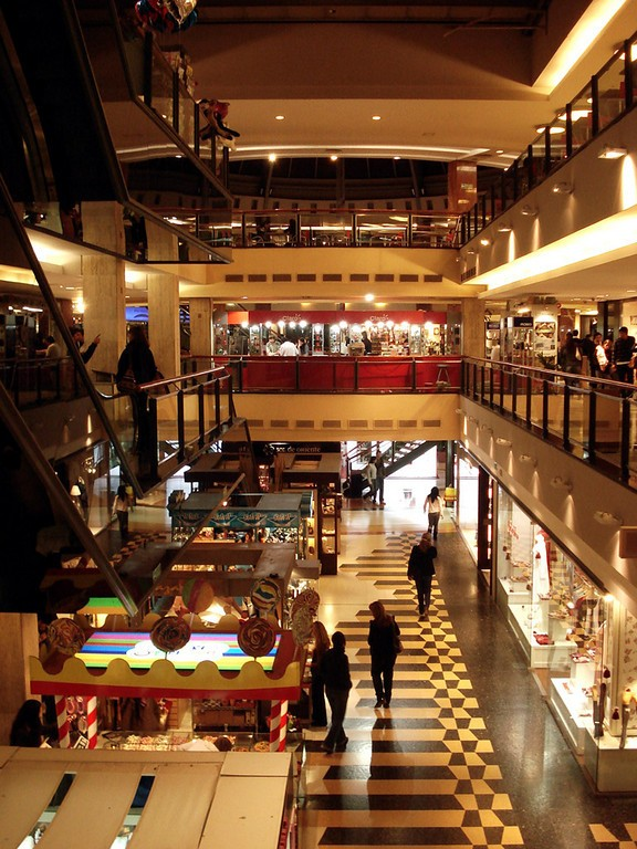 Interior de centro comercial Patio Olmos