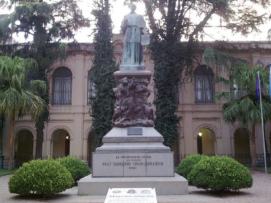 Monumento en la Manzana Jesuítica