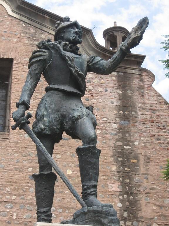 Monumento a Jerónimo Luis de Cabrera