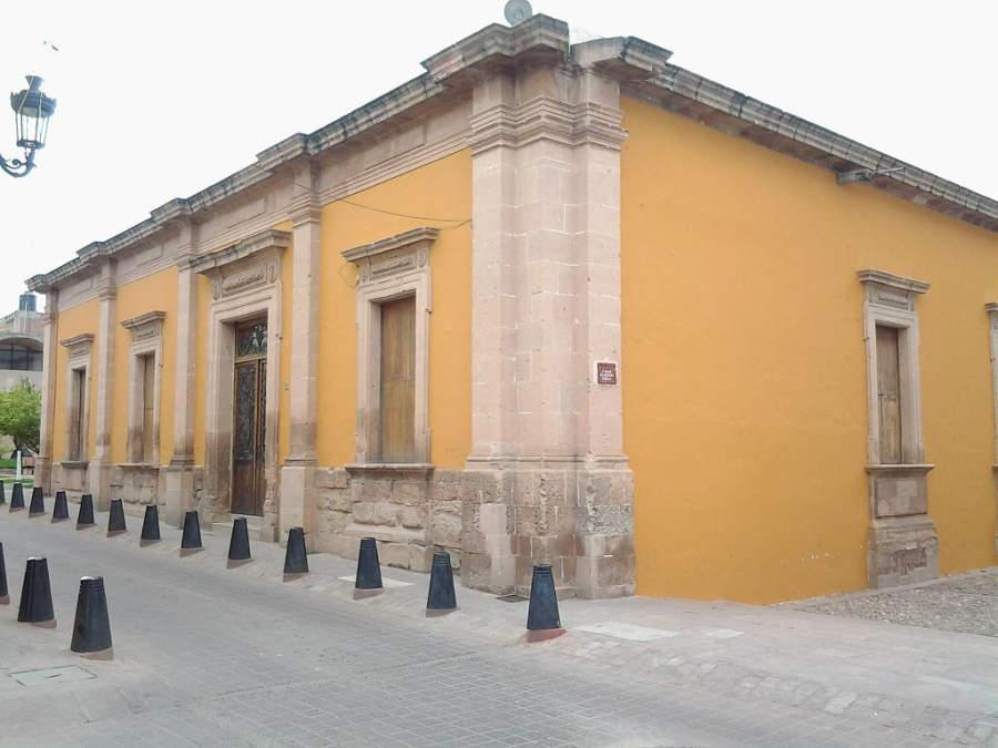Entrada de la Escuela de Artes y Oficios en Lagos de Moreno