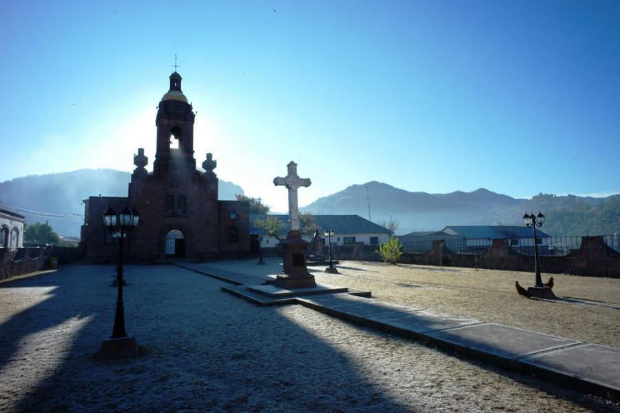 Misión de San Francisco de Javier en el centro de Cerocahui
