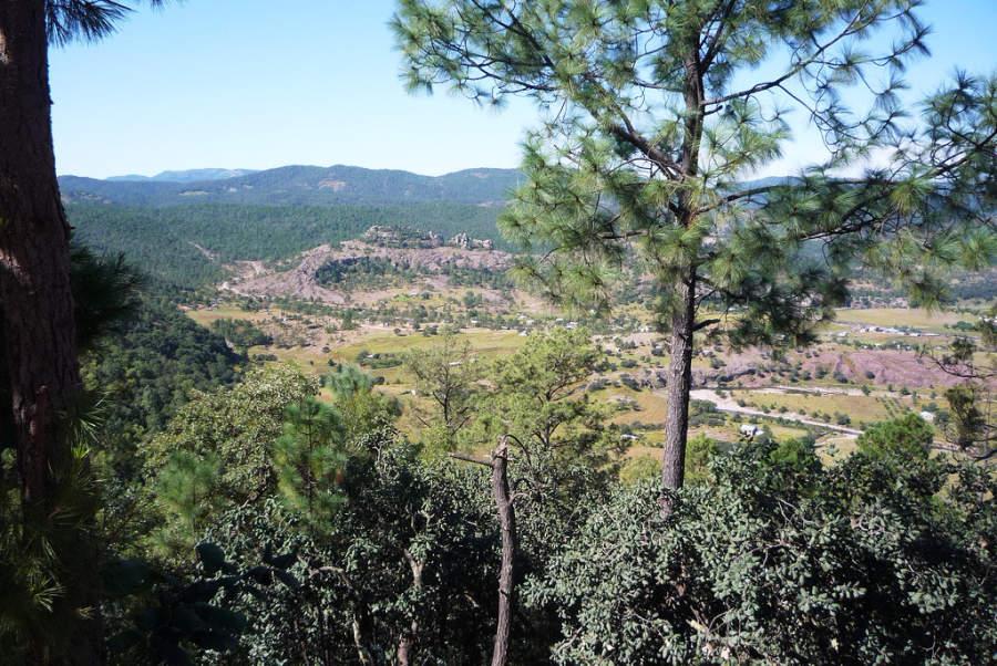 Paisaje del pueblo de Cerocahui desde la sierra