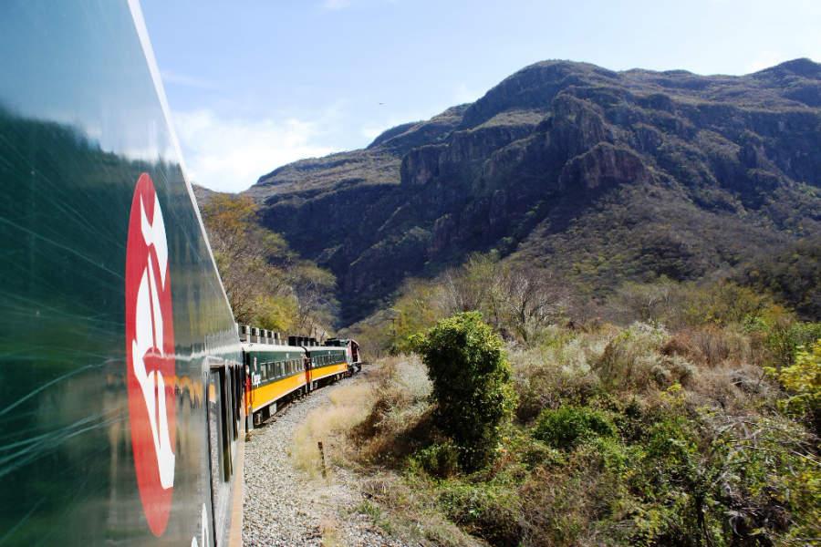 Para llegar a Cerocahui debes tomar el tren El Chepe