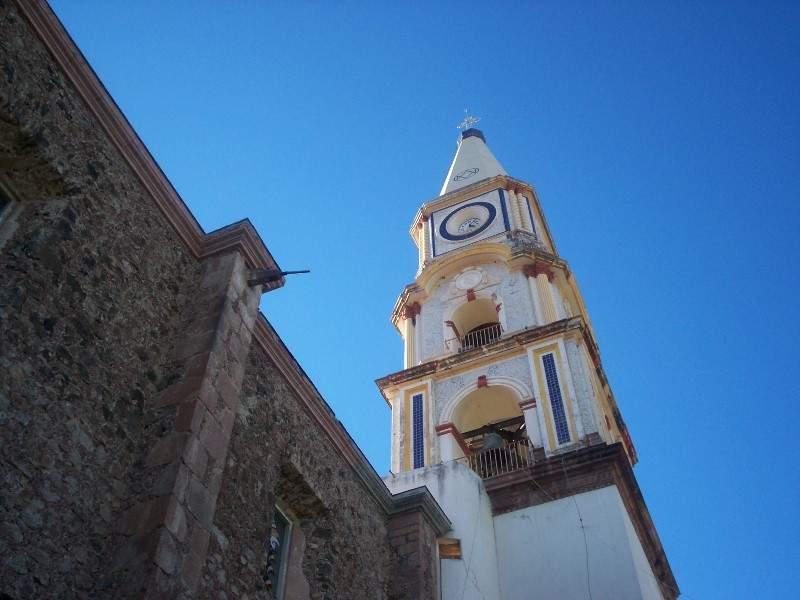 Torre de la iglesia de Nuestra Señora de los Dolores, de estilo barroco