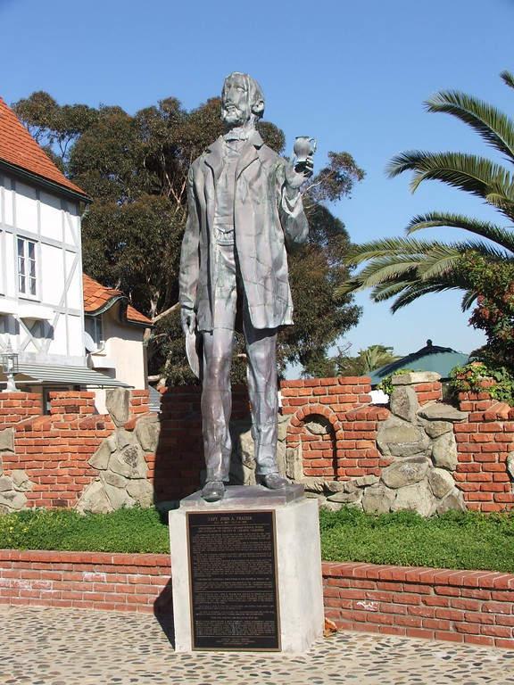 Estatua de John Frazier en Carlsbad, California