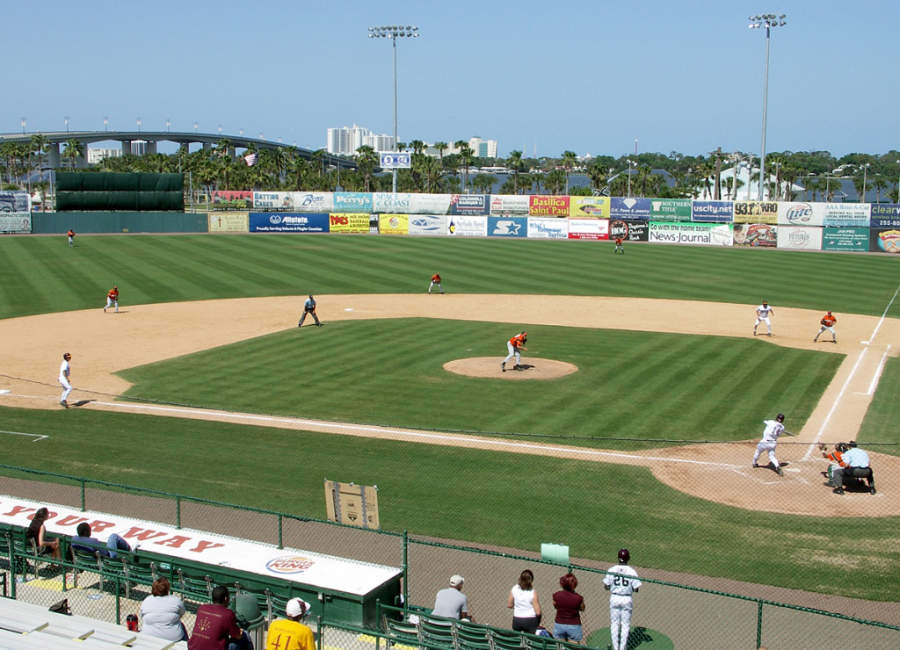 Uno de los sitios que vale la pena conocer es el estadio de béisbol Jackie Robinson Ballpark