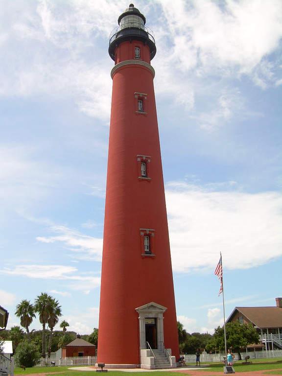 Faro Ponce de León en la ciudad de Daytona Beach, el más alto de Florida