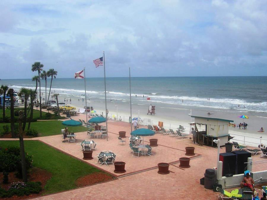 El malecón de Daytona Beach tiene varias tiendas y restaurantes
