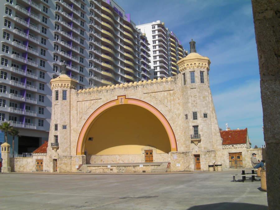 Teatro al aire libre en el malecón de Daytona Beach