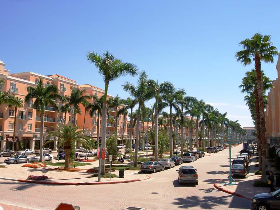 El Parque Mizner es el área comercial más importante de Boca Ratón