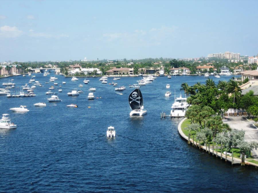 Los lagos de Boca Ratón son utilizados para la navegación privada