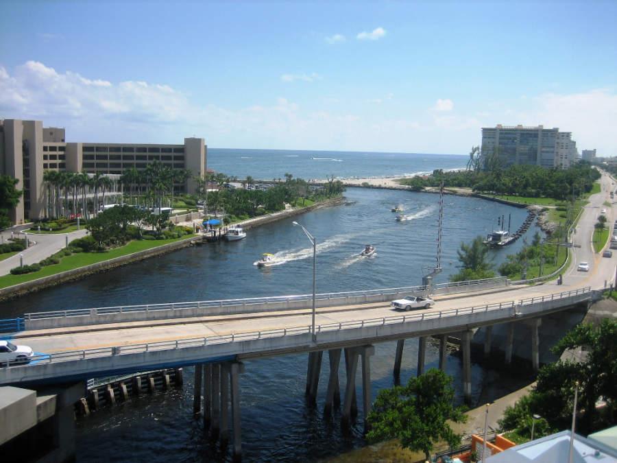 El lago de la ciudad de Boca Ratón tiene salida directa al mar