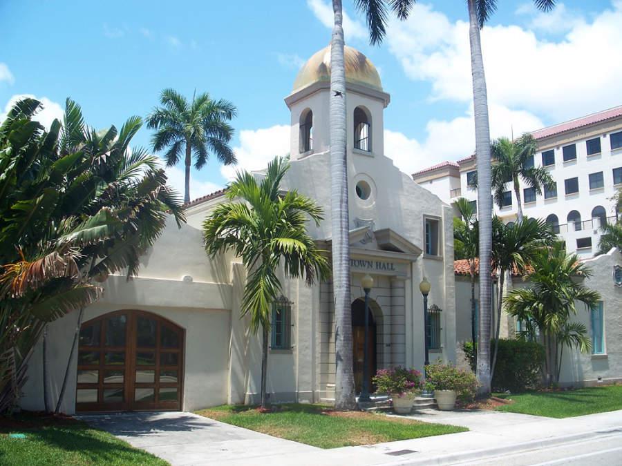 La Sociedad Histórica y Museo de Boca Ratón está alojado en el antiguo Palacio Municipal