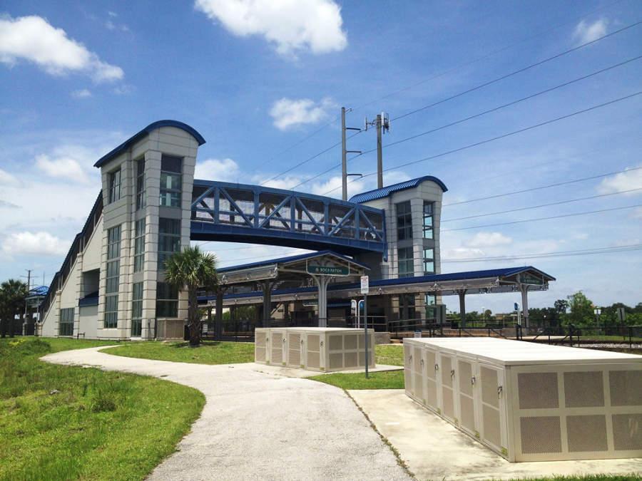 Estación del sistema de transporte Tri-Rail en Boca Ratón