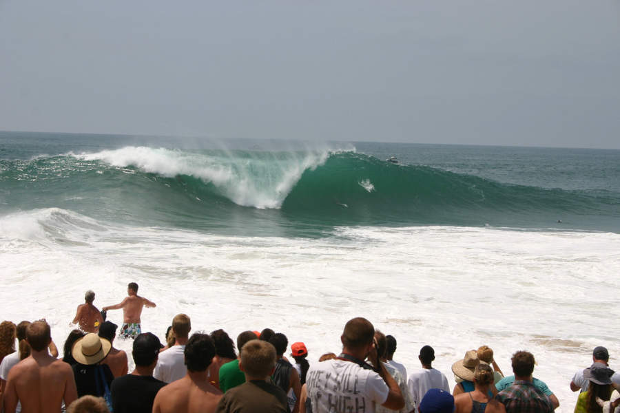 The Wedge es una playa con olas de más de 9 metros en Newport Beach