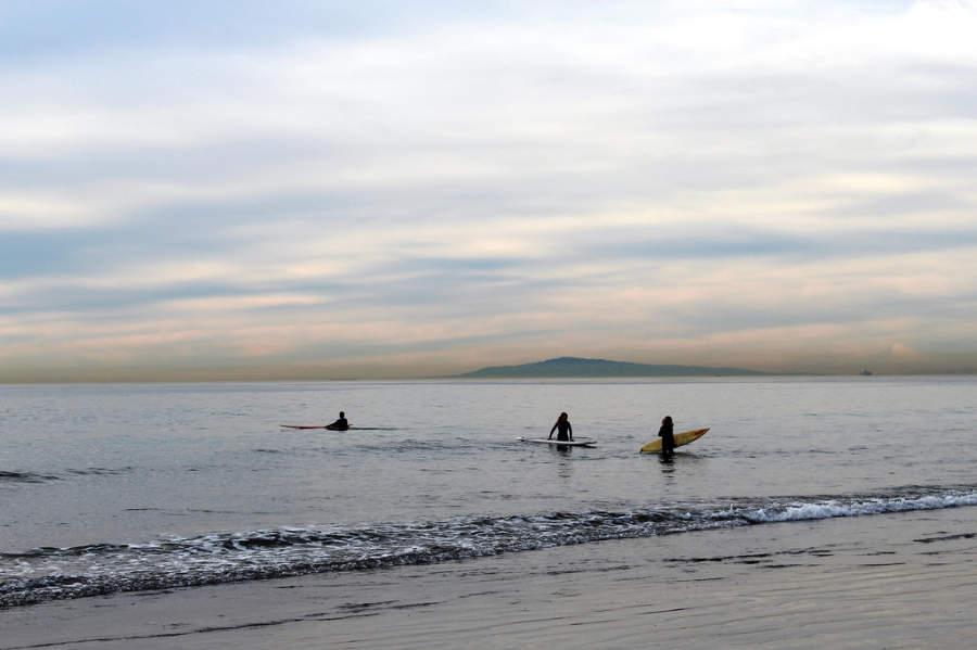 Las playas de Newport Beach son ideales para realajarse o practicar surf