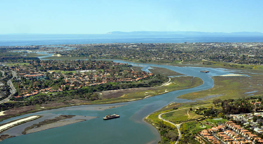 Newport Beach está rodeado por la bahía de Newport