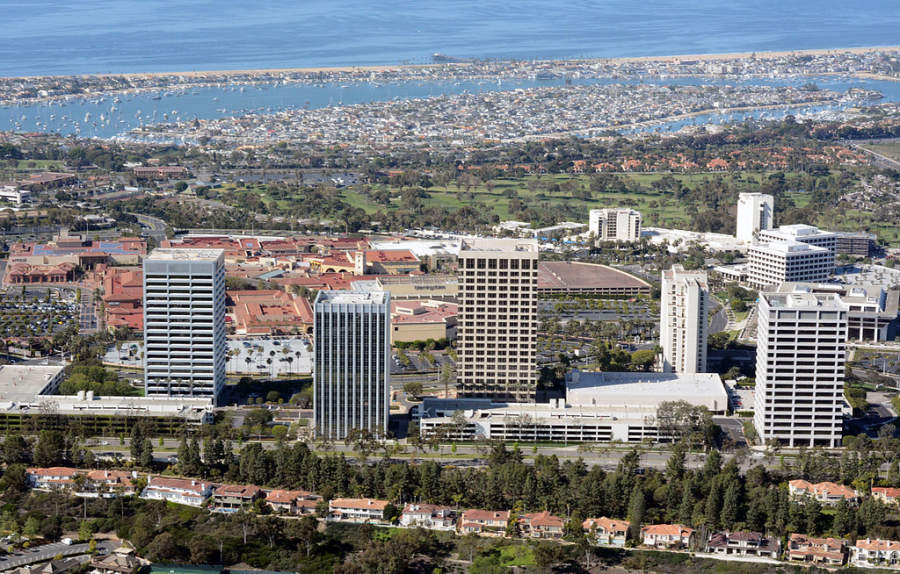 El centro de Newport Beach alberga el centro comercial Fashion Island