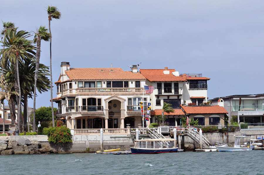 Newport Beach es un destino a la orilla de la bahía de Newport