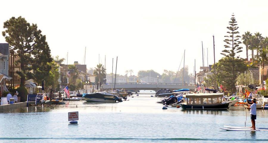 Isla Balboa, una isla artificial que forma parte de Newport Beach