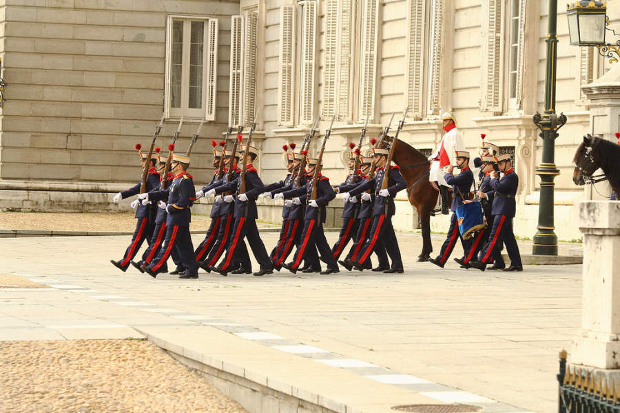Relevo de Guardia del Palacio Real en Madrid