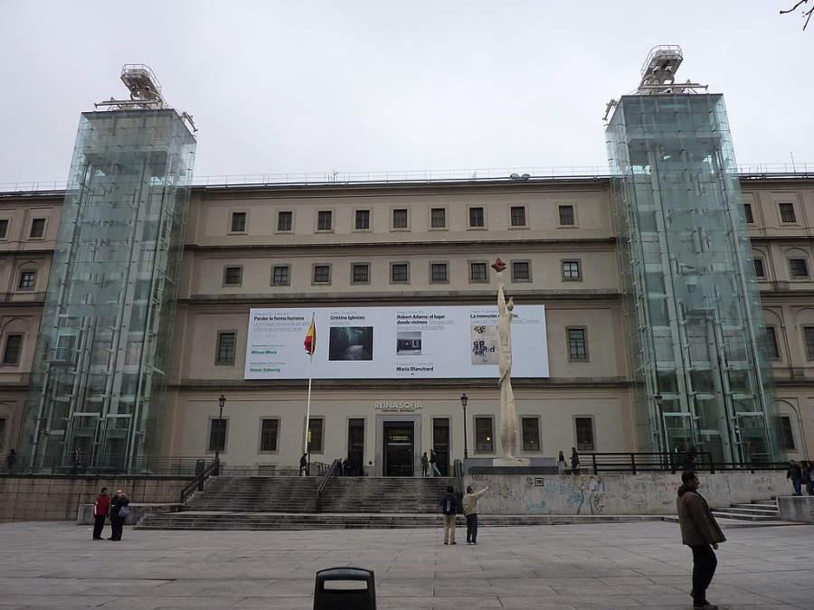 Museo Nacional Centro de Arte Reina Sofía en el famoso Triángulo del Arte