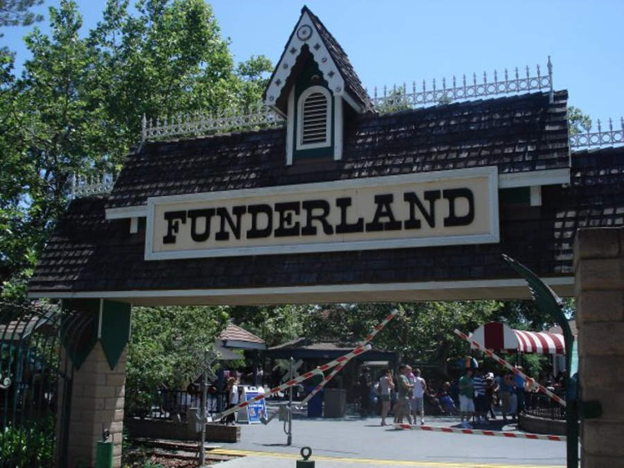 Entrada al parque temático Funderland