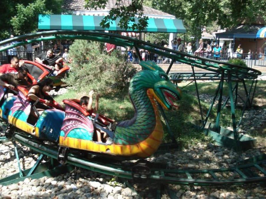 Juegos mecánicos del parque Funderland en Sacramento, California